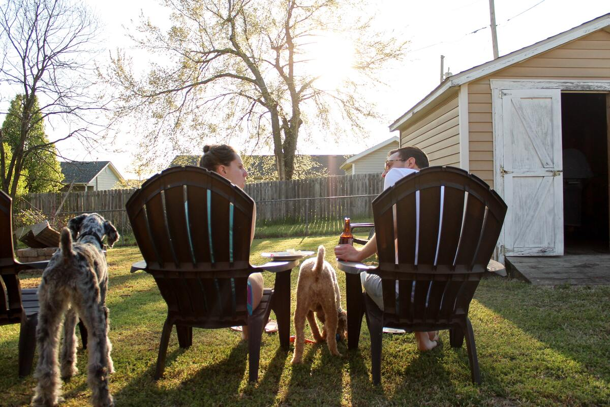 family eating in the lawn